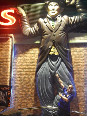 Magic Aqua Rock Gardens: Chaplins Nightclub