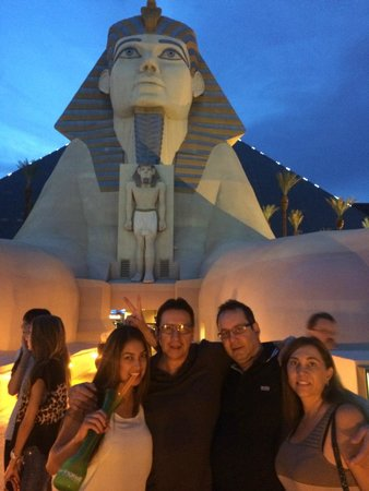 Luxor Las Vegas : main entrance