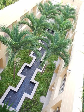 Excellence Playa Mujeres: Courtyard in Building 7