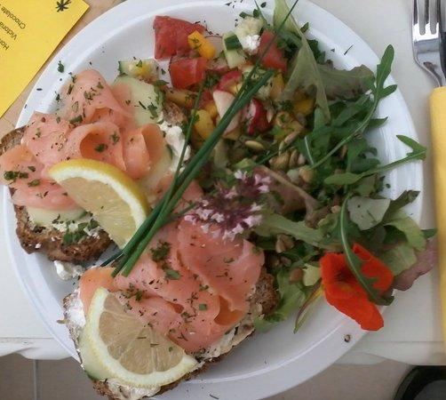 Drumnakeel Herb Garden & Restaurant : Smoked salmon open sandwich with tomato salsa & hern salad