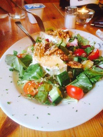 Sparky's Bar & Restaurant : Goat cheese salad