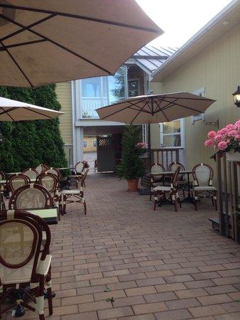 Hotel Pusa : Вид со двора.