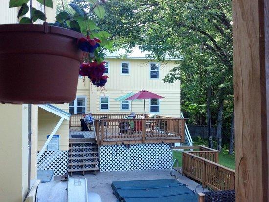 Gray Ghost Inn: Back Porch
