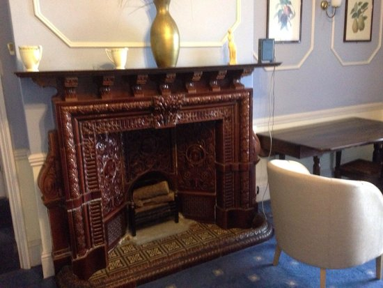 Mountview : Lounge fire place