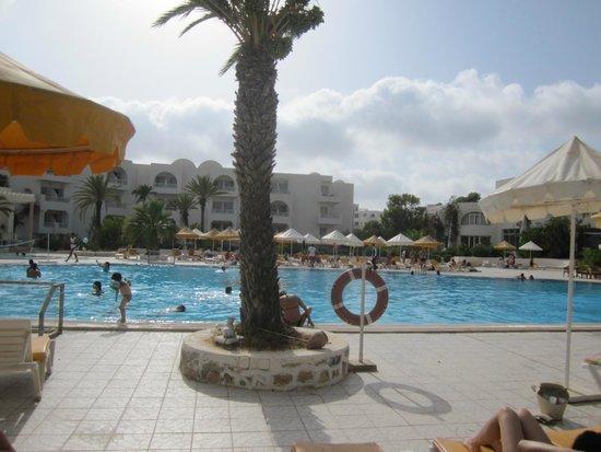 Hotel Isis Thalasso & Spa : la piscine