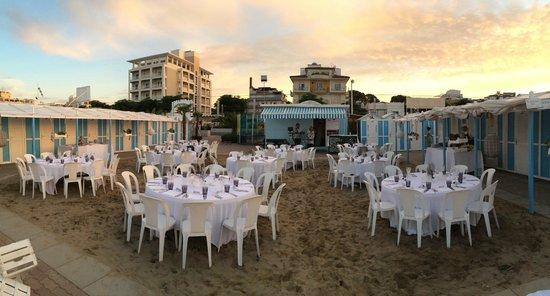 Hotel Belvedere: tavoli beach party