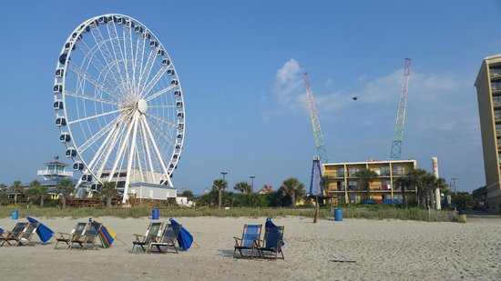 Holiday Inn at the Pavilion: The boardwalk and Skywheel right next to the hotel...