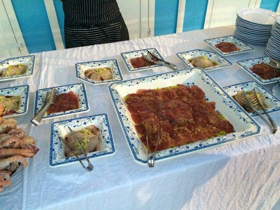 Hotel Belvedere: buffet beach party (fish)