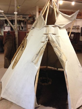 Wetaskiwin and District Heritage Museum: Tipi display