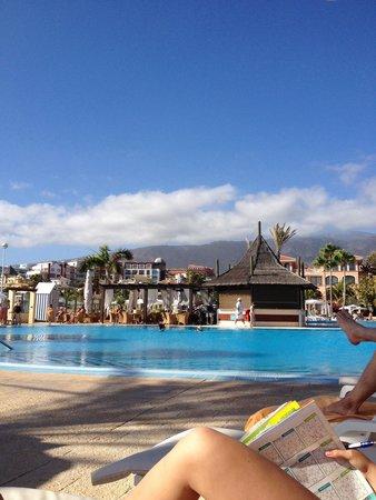 Iberostar Anthelia: Vue sur la piscine et la paillote
