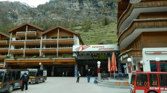 Zermatt-Matterhorn Ski Paradise: A linda Zermatt