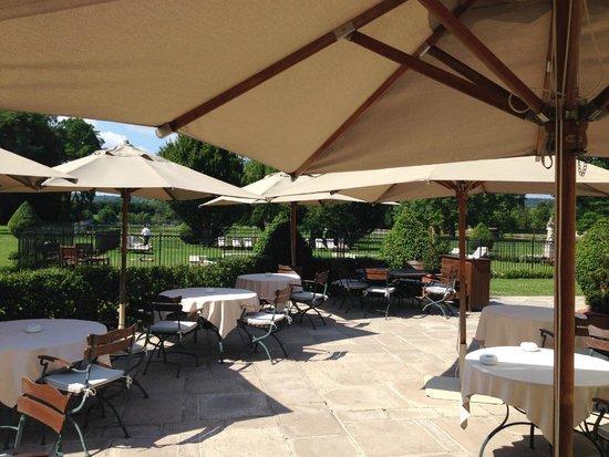 Jardin d 39 hiver avec vue sur la piscine picture of for Restaurant le jardin 02190 neufchatel sur aisne
