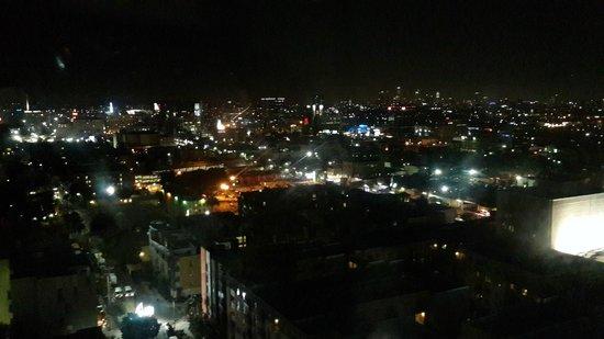 Loews Hollywood Hotel : Vista noturna da janela do quarto