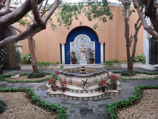 La Mision de Fray Diego: jardim interno