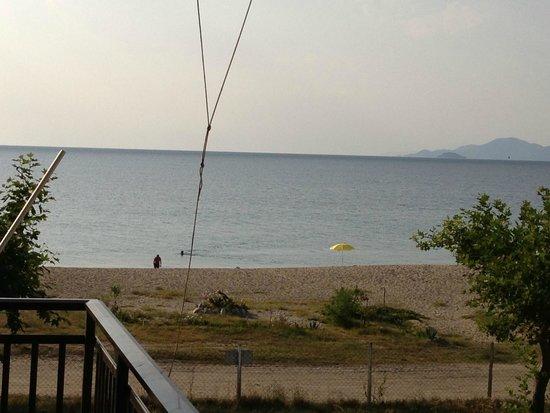 Big Dino's Galini Apartment: Beach