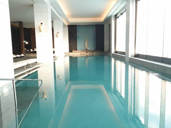 Hilton Istanbul Bomonti Hotel & Conference Center: Indoor Pool