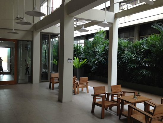 Chern Hostel: Dining area