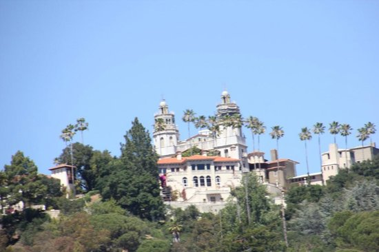 Hearst Castle : View on the way up the hill