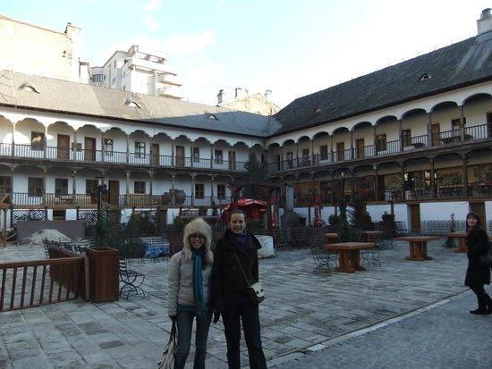 Manuc's Inn (Hanul lui Manuc): Manuc's Courtyard