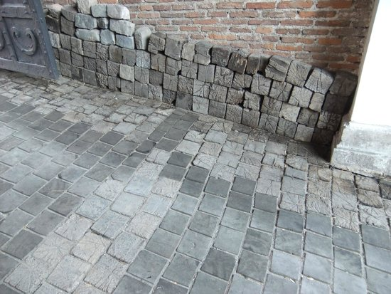 Manuc's Inn (Hanul lui Manuc): The Hardwood Paving Blocks