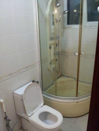 Rainbow Hotel: ванная