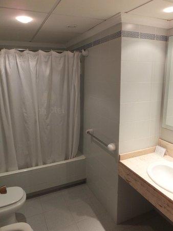 Inturotel Cala Azul Garden: Salle de bain