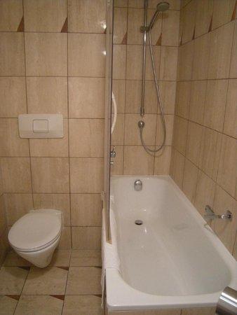NH Gent Sint Pieters : Ducha - bañera