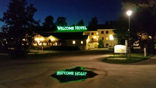 Welcome Hotel: By night....