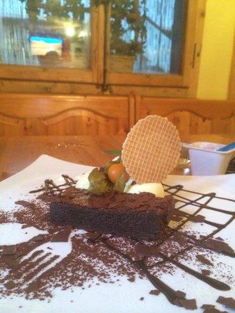 Sparky's Bar & Restaurant : Chocolate brawny with ice cream