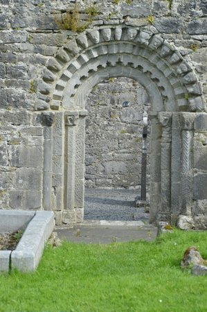 Dysert O'Dea Castle and Archaeology Centre: Romanesque doorway