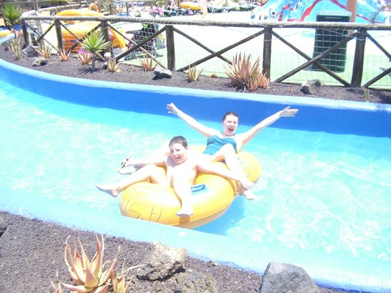 Acua Water Park: Kids enjoying lazy river