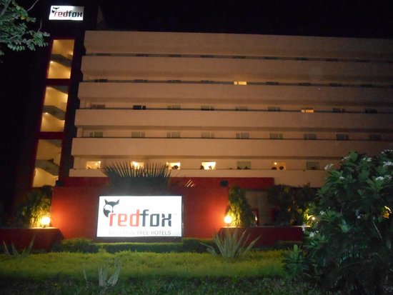 Red Fox Hotel Jaipur: The Exterior at night