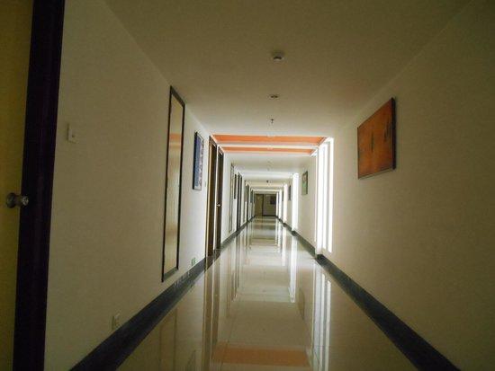 Red Fox Hotel Jaipur: The Corridor
