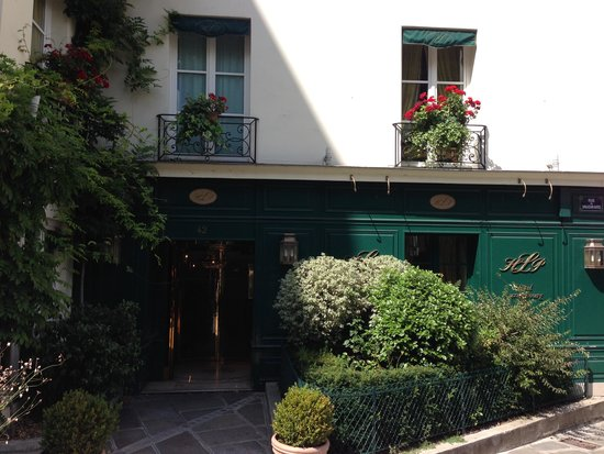 Hotel Luxembourg Parc : Great location across from entry to the park