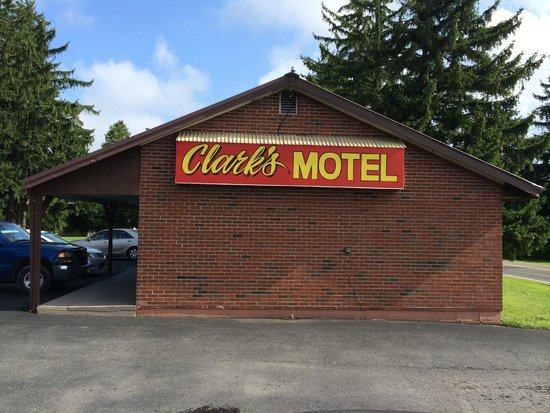 Clark's Motel: Neat Sign