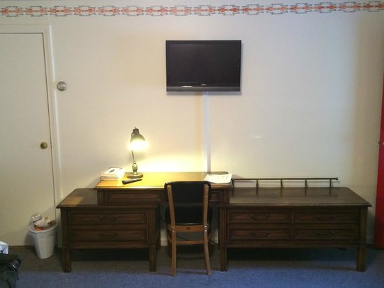 Clark's Motel: Room 2