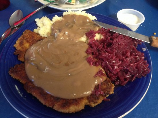 Joe Snuffy's Old Fashioned Grill : Jäger Schnitzel with Red Cabbage and Mashed Potatoes