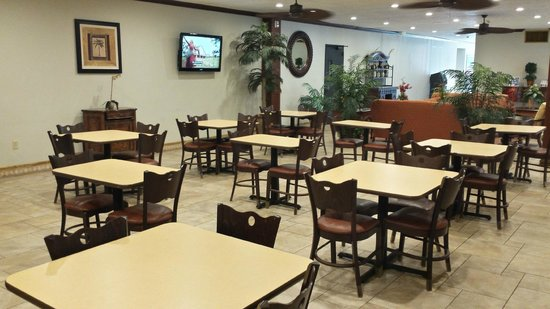 Ramada Wayne Fairfield Area: Great cozy atmosphere to enjoy a complimentary breakfast.