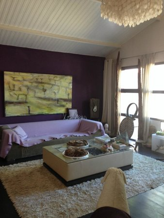 Le Poteau Rose: Lounge area for guests