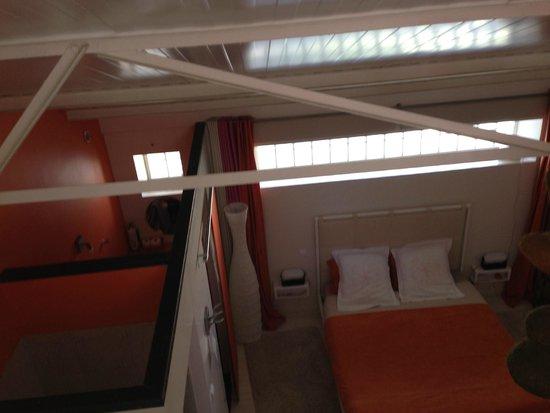 Le Poteau Rose : Bedroom from mezzanine
