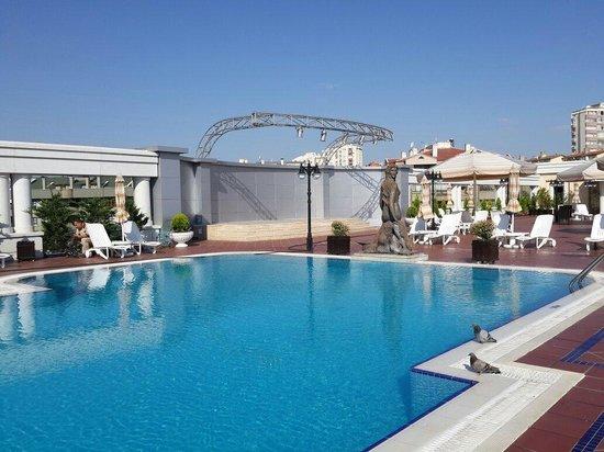 Buyukhanli Park Hotel & Residence: Hotel in havuzu, lobby dan bakinca