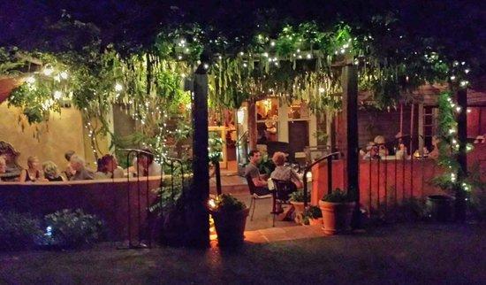 Cucina Biazzi : Back outdoor patio