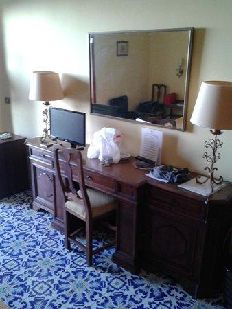 Grand Hotel Hermitage & Villa Romita: Secrétaire dans la chambre
