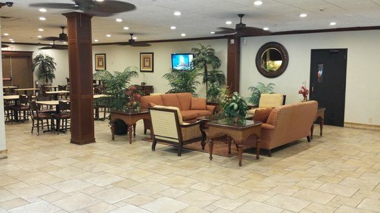 Ramada Wayne Fairfield Area: Relax in a comfy, casual setting and enjoy a complimentary cup of coffee.