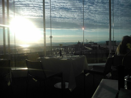 The Midland: Dining room and view