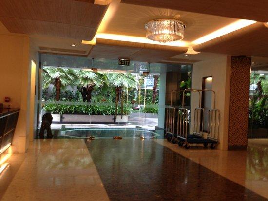 Adelphi Grande Sukhumvit by Compass Hospitality: Lobby
