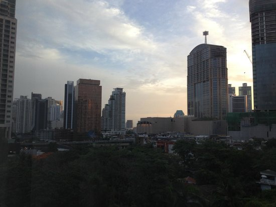 Adelphi Grande Sukhumvit by Compass Hospitality: Sunset seen from our room