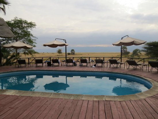 Maramboi Tented Camp : poolside views