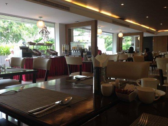 Adelphi Grande Sukhumvit by Compass Hospitality: Breakfast area