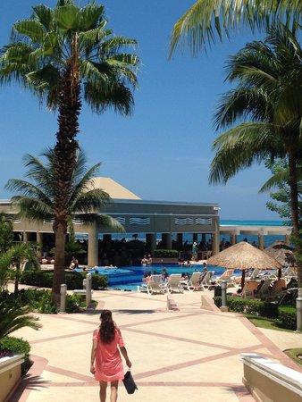 Hotel Riu Caribe: piscinas, saida do lobby